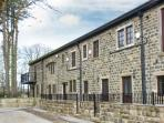 PENNINE, pet-friendly, off road parking, communal gardens, in Haworth, Ref 16730