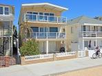4 Bedroom Oceanfront Middle Unit! Walk to the Balboa Pier! (68249)