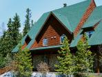 Cozy Mtn Chalets + Canmore's Largest Pool/Hot Tub!