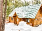 Bearpaw Log Cabin with Hot Tub