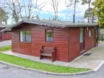 VIOLET LODGE, detached lodge in grounds of hotel, romantic retreat in Saltburn Ref 24297