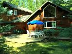 PINE HAVEN- Custom vacation home nestled in the pines, just minutes to trail system or Sisters, Air conditioning, sleeps up to 7.