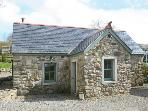 KYLEBEG COTTAGE, pet-friendly, character cottage with woodburner, tranquil setting, near Lackan and Blessington, Ref 25248