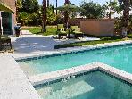25Palmtrees: Mid-century Mod Pebble Tec Pool & Spa