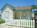 Quaint 1 bedroom cottage in the heart of Port Aransas!