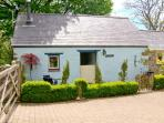 THE OLD STABLE, pet friendly, country holiday cottage, with open fire in Wolfscastle, Ref 4349