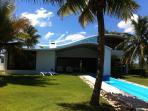 DISTINCTIVE, STYLISH CABARETE BEACH FRONT VILLA
