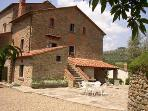 Lovely Tuscan Village with independent Cottages
