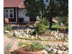 Bighorn Cottage... charming and close to town!