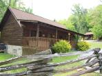 Cabin close to Pigeon Forge Pkway,2BR,Hot Tub,King