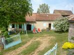 TO RENT SELF-CATERING HOUSE IN THE COUNTRYSIDE IN QUERCY-ROUERGUE