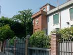 VILLA CAMILLA B&B within minutes of Linate Airport...Only 15' from San Babila/Duomo!!!