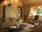 Traditional Ski in/out Chalet with spectacular views & cozy atmosphere in M?ribel
