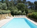 APARTMENT CESAR IN A 16TH CENTURY VINEYARD FARM (MAS PROVENCAL)