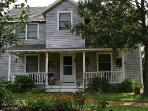 Cozy 4 Bedroom Home in Oak Bluffs...sleeps 8!