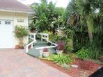 Large Home Sleeps 8. Walk to Siesta Village.