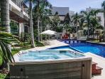 Luxury condo, huge Pool, Gym