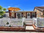 3BR / 2BA Fresh and Charming Cottage in the Heart of Corona del Mar (3581545)