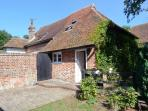 HOME FARM HOUSE, 18th century cottage, dog-friendly, woodburner, enclosed garden, in Herne Bay, Ref 28653