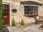 LOWER FORGE, single-storey stone cottage, town centre location, ideal romantic retreat, in Minchinhampton, Ref 16214