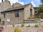 SNOW WHITE COTTAGE, romantic, character holiday cottage, with a garden in Pateley Bridge, Ref 2769