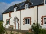 SHIRE COTTAGE, family friendly, character holiday cottage, with a garden in Charminster Near Dorchester, Ref 1699
