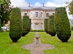 4 CASTLE HOUSE, country holiday cottage, with a garden in Calne, Ref 2129