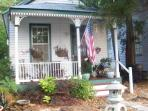 Historic Downtown Pensacola Cottage(pet friendly)
