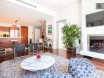 Heart of Hollywood Luxury Condo - Sleeps 6!
