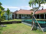 Beautiful 3 bedrooms villa in Canggu, 4 km from th surfing beaches!