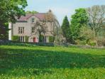 CASTLE CLIFFE large detached house, open fires, AGA, stunning views in Monsal Dale Ref 28452