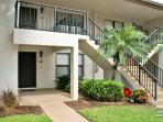 Comfy Condo close to pool and the Beach!