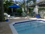 """The Fiddler"" Sleeps 2 or 4, walk to beach & pool"