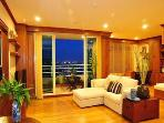 Luxury 2BR City/Riverside Condo, Jacuzzi, WIFI