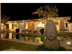 Luxury Villa, central & minutes to Seminyak Beach