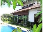 3bd Villa Palm walk to beach, restaurants Seminyak