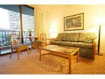 WAIKIKI. MODERN INTERIOR. FREE PARKING & WIFI