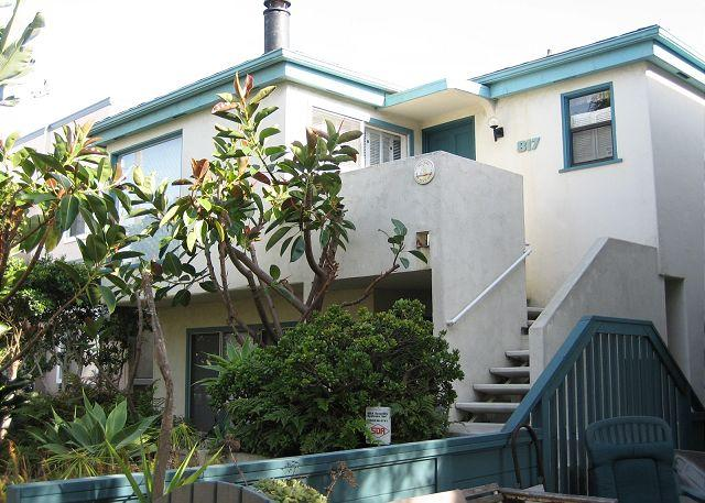 Nice courtside condo- cable, BBQ, private deck, garden, spiral stairs - Image 1 - San Diego - rentals