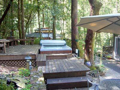Falling Leaf Vacation Rental, Back Patio with Spa / Hot Tub