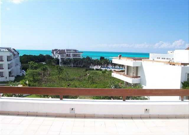 Beachfront San Francisco Beach.  Elevator. Private Rooftop Tub. Internet - Image 1 - Cozumel - rentals