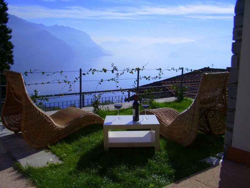 Lake View from Garden - Stunning Garden Apartment with  breathtaking views - San Siro - rentals