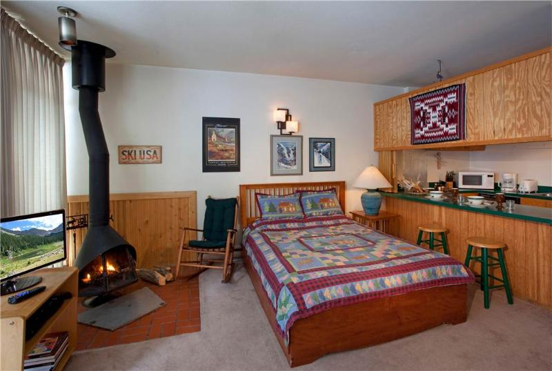Charming studio with New Mexico Theme Décor - Condo 07 - Image 1 - Taos Ski Valley - rentals