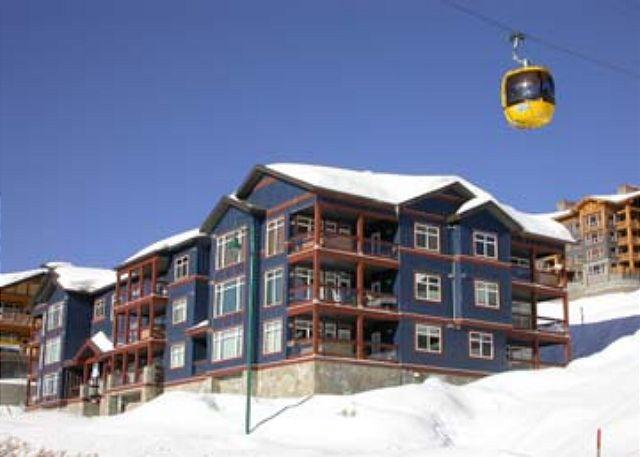 EXTERNAL VIEW - Glacier Lodge 103  Whitehorse Location in Big White Sleeps 5 - Big White - rentals