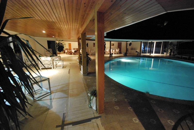 Villa at night - Luxury villa private pool/beach on golf course - Runaway Bay - rentals
