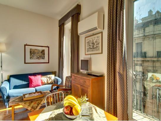 Tritone Studio Apartment at the Spanish Steps