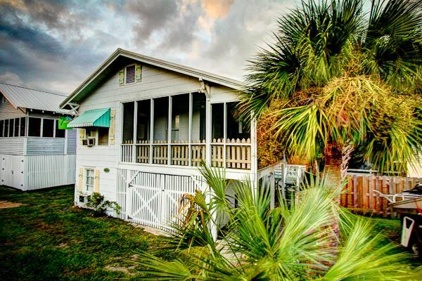 My Beach House, Original 1930s Tybee Cottage,screened porch,4th house to beach/private lane. South