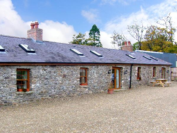 DAISY COTTAGE, pet friendly, character holiday cottage, with open fire in Tinahely, County Wicklow, Ref 2743 - Image 1 - Tinahely - rentals