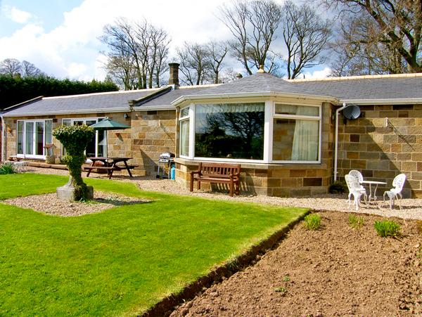 WEST WING, pet friendly, country holiday cottage, with a garden in Aislaby Near Whitby, Ref 2414 - Image 1 - Aislaby - rentals