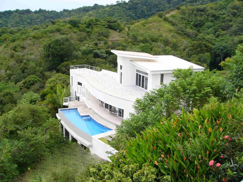 Casa Infinito - Ocean View, Private Hidden Valley, Jungle Ridge, 4 mins to Beach