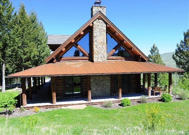 Fantastic western style lodge with access to the Madison River!